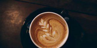 Kava su amareto likeriu
